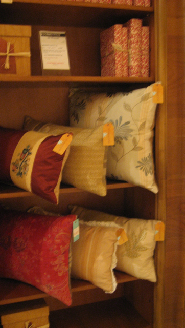 pillow-display